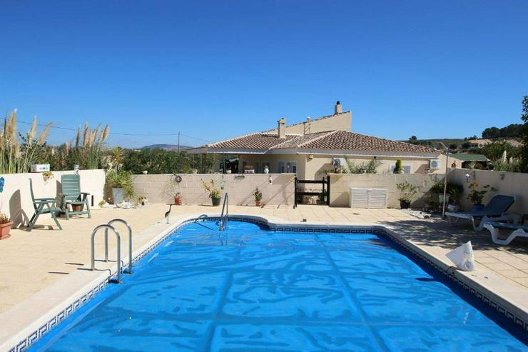 Bild 2: Modernisierte Villa