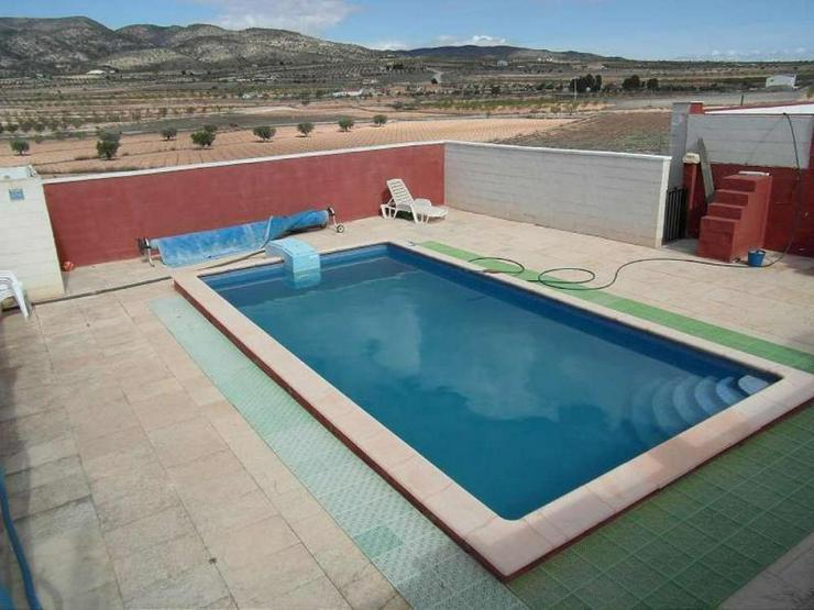 Bild 2: Charmantes Landhaus mit Pool
