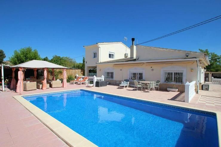 Villa mit Pool - Haus kaufen - Bild 1