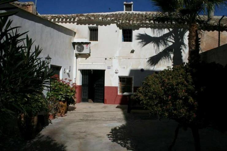 100m² Garten bei diesem Dorfhaus - Haus kaufen - Bild 1