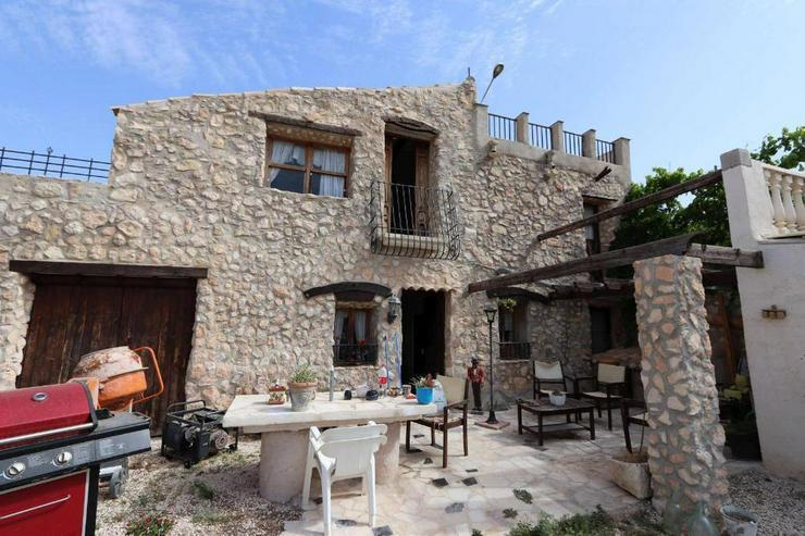 Charmantes Landhaus mit originellen Details - Bild 1