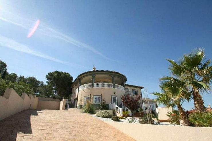 Bild 2: Villa mit 3 Wohneinheiten