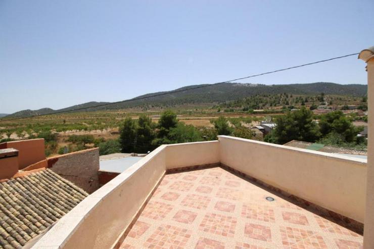 Bild 6: Das Echte Spanien, Dorfhaus mit 2 Dachterrassen