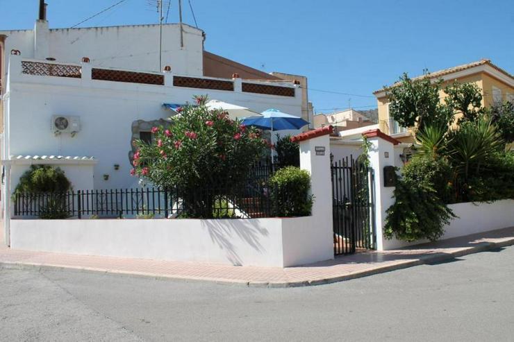Bild 2: Stilvolles Dorfhaus