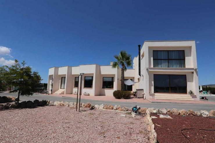 Moderne Villa * Hier wurde an nichts gespart - Haus kaufen - Bild 1