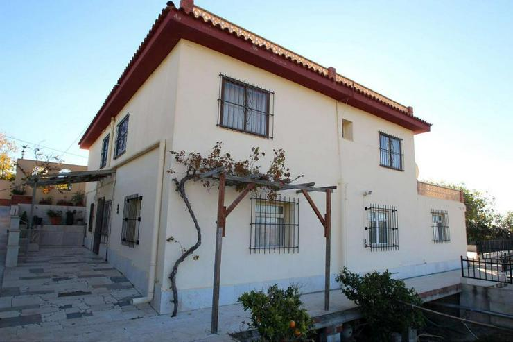 Landhaus + 2 Apartments - Haus kaufen - Bild 1