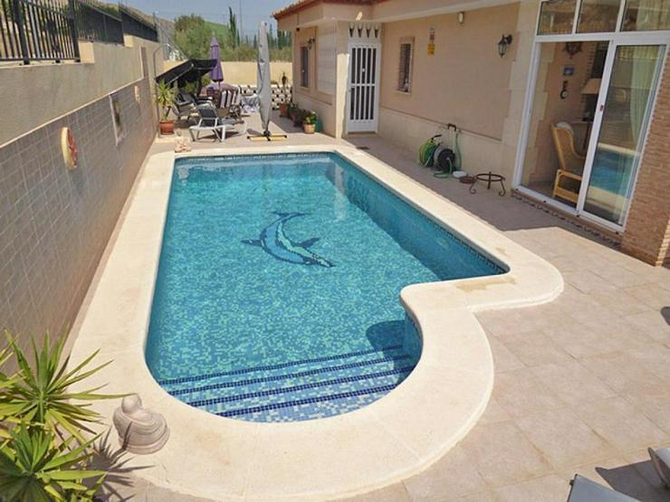 Bild 3: Gemütliche Villa mit Pool