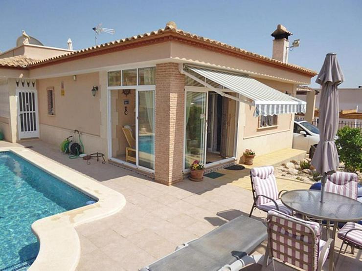 Bild 2: Gemütliche Villa mit Pool