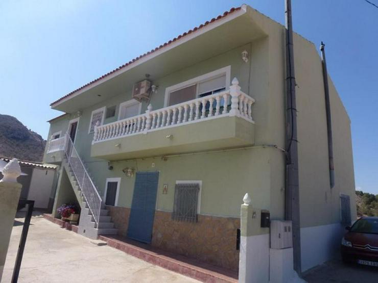 Zwei Wohneinheiten mit vielen Nutzungsmöglichkeiten - Haus kaufen - Bild 1