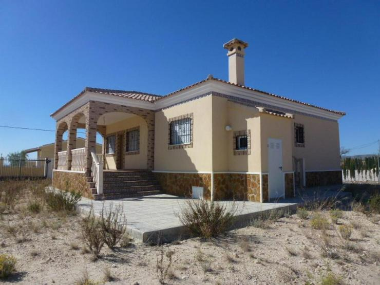 Brandneue Villa in ruhiger Lage - Haus kaufen - Bild 1