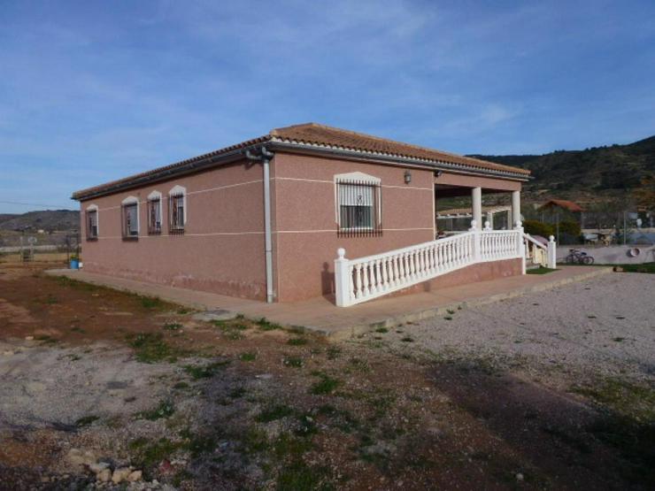 Bild 2: Schönes Landhaus in schöner Lage