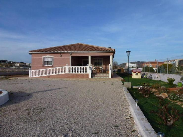 Bild 3: Schönes Landhaus in schöner Lage