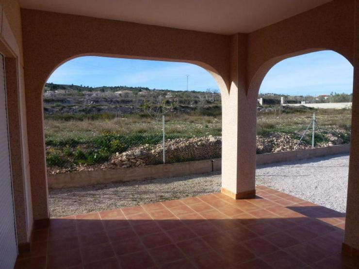 Bild 3: Neubau Villa - Stadtnah doch ländlich
