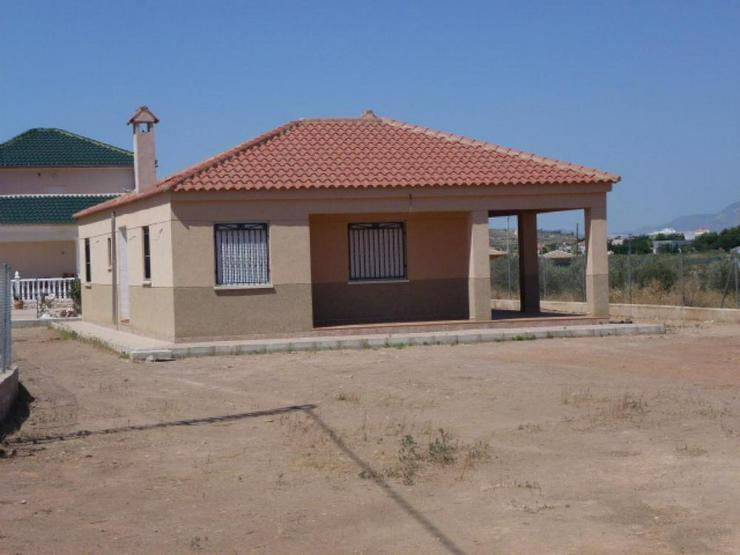 Villa mit Blick auf die Berge - Haus kaufen - Bild 1