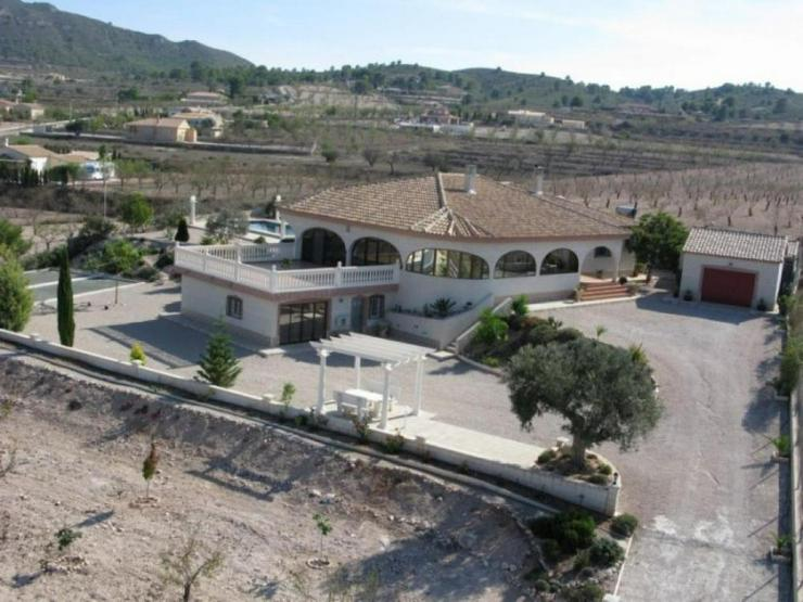 Umwerfende Villa mit Panoramablick - Haus kaufen - Bild 1