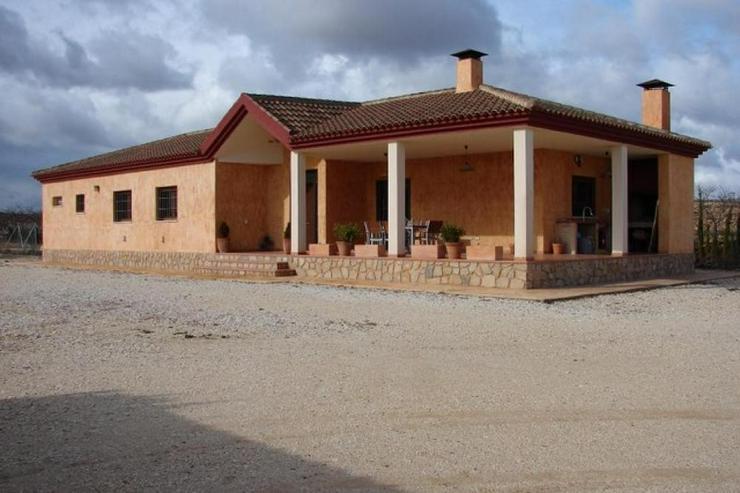 Stylische Villa nah bei Pinoso - Haus kaufen - Bild 1