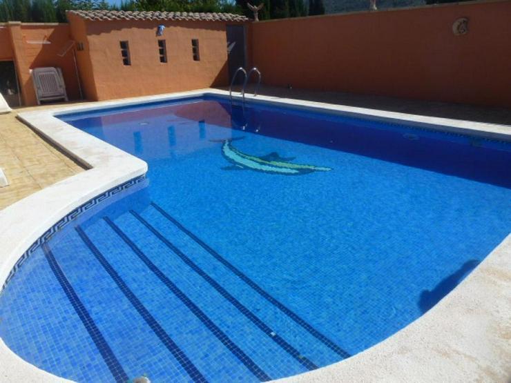 Bild 3: Charmantes Landhaus mit Pool