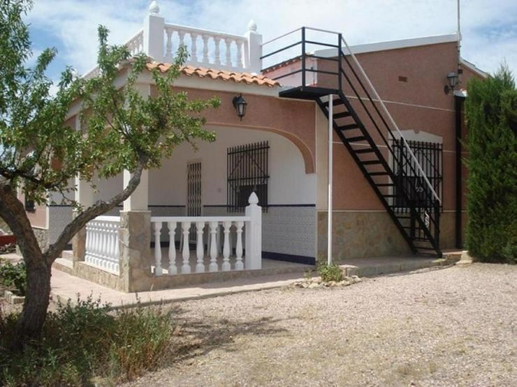 Mandelbäume umschließen dieses schöne Landhaus - Haus kaufen - Bild 1