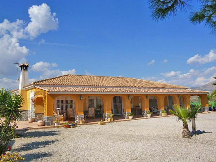 Spanisches Landhaus - Haus kaufen - Bild 1