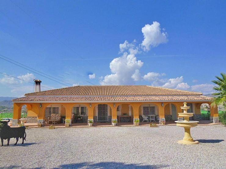 Bild 6: Spanisches Landhaus