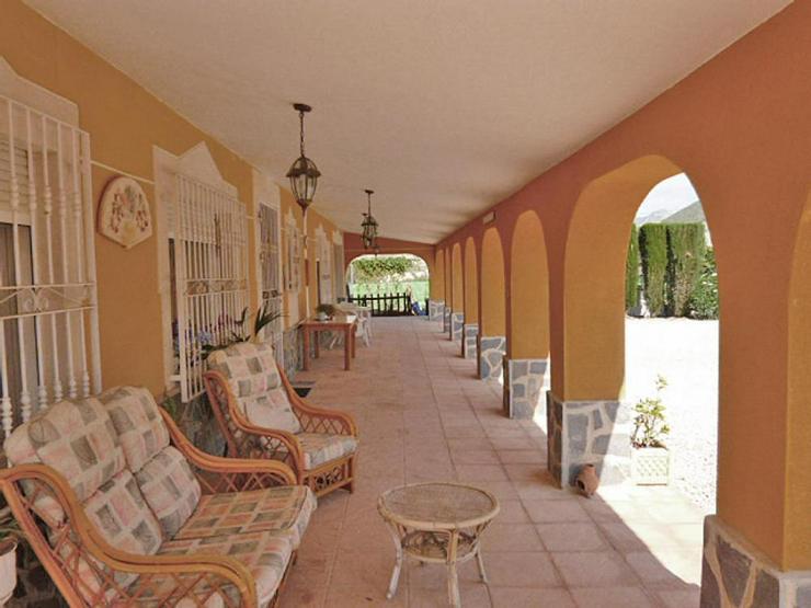 Bild 3: Spanisches Landhaus