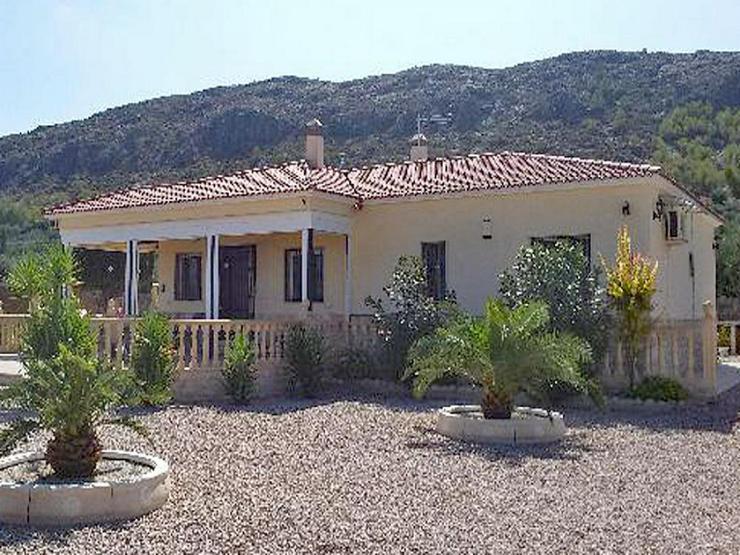 Bild 1: Gepflegtes Landhaus