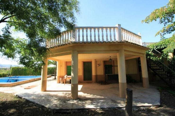 Landhaus mit großzügiger Raumaufteilung - Haus kaufen - Bild 1