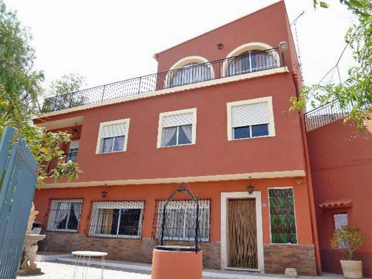 Platz für Viele(s) - Haus kaufen - Bild 1
