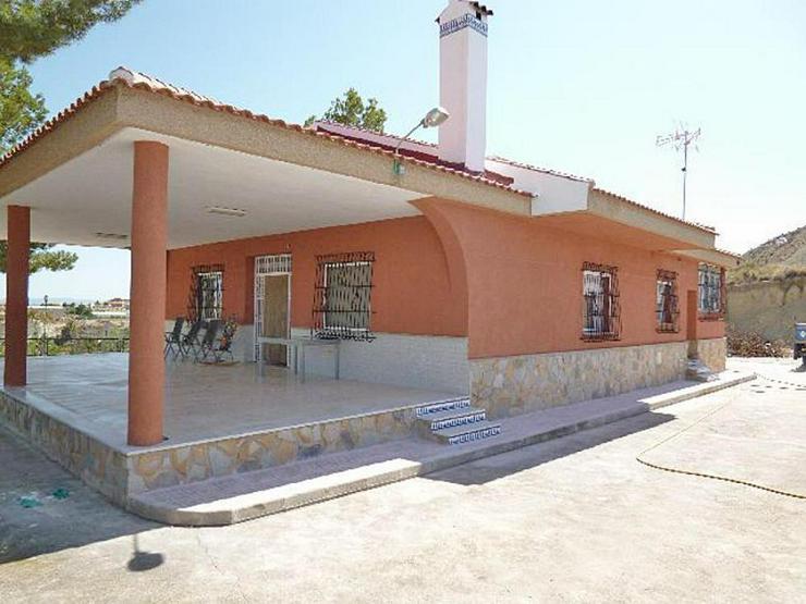 Bild 3: Eine geräumige Villa in einem kleinen Weiler