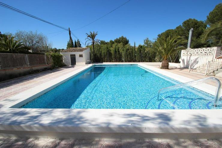 Bild 4: Ein Traum von einem Landhaus, natürlich mit Pool