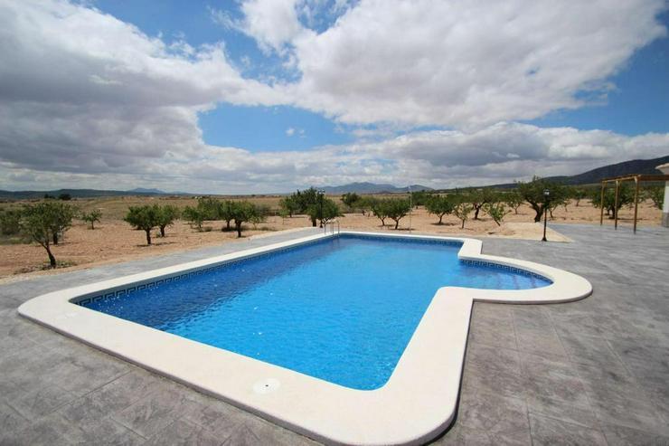Bild 4: Neubau Villa * Große Auswahl an Bauplätzen *