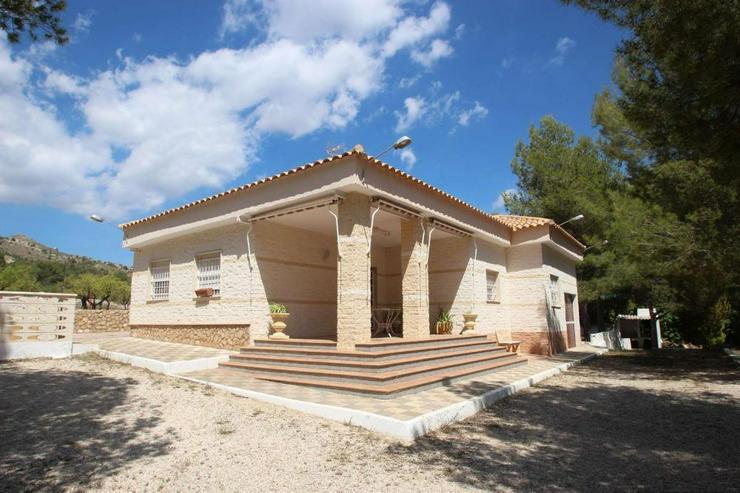 Landhaus mit Pool - Bild 1