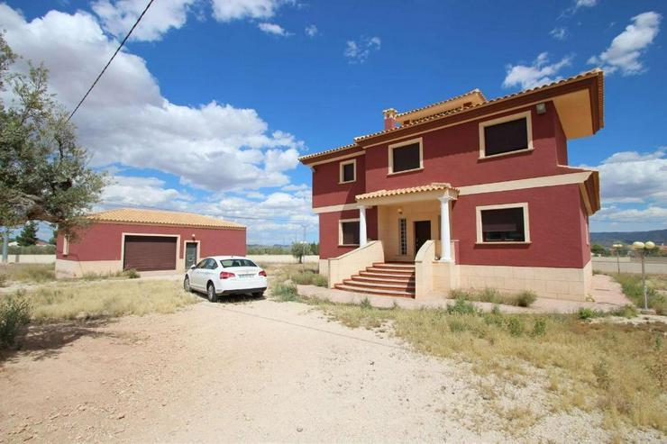 Neubau-Villa mit gehobener Ausstattung - Haus kaufen - Bild 1