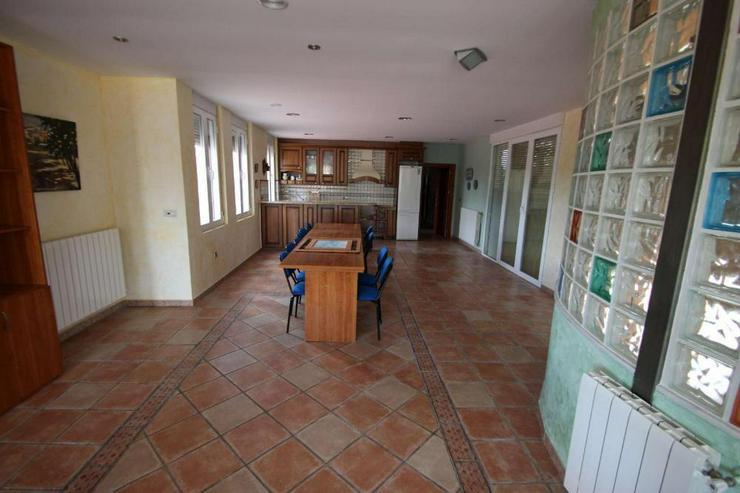 Bild 6: 2 Küchen, 6 Schlafzimmer, 4 Badezimmer, Platz für viele!