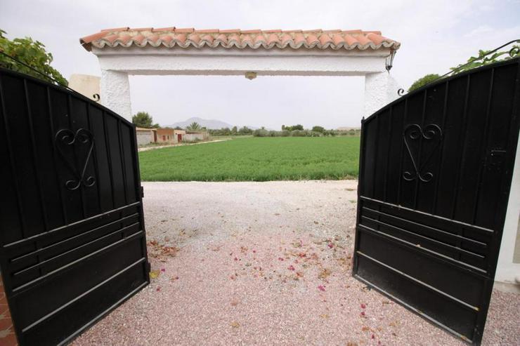 Bild 2: Beeindruckende Villa