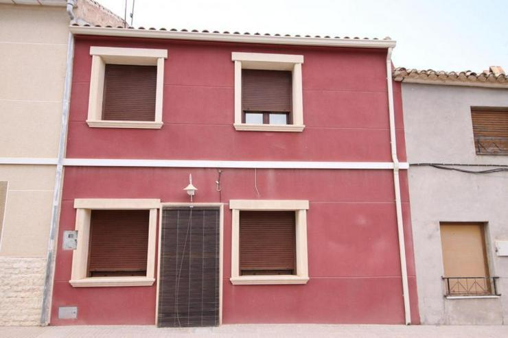 Typisches Dorfhaus mit vielen schönen Details - Haus kaufen - Bild 1