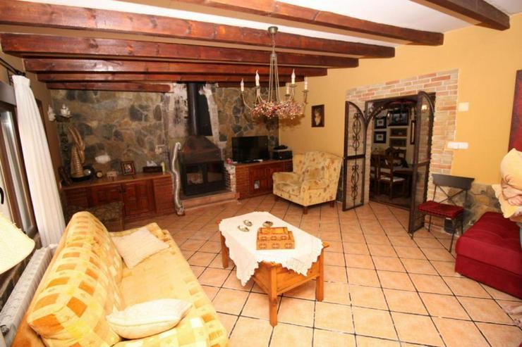 Bild 3: Typisches Dorfhaus mit vielen schönen Details