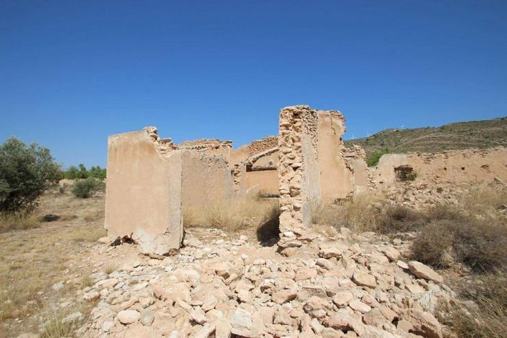 Bauland mit Ruine - Grundstück kaufen - Bild 1