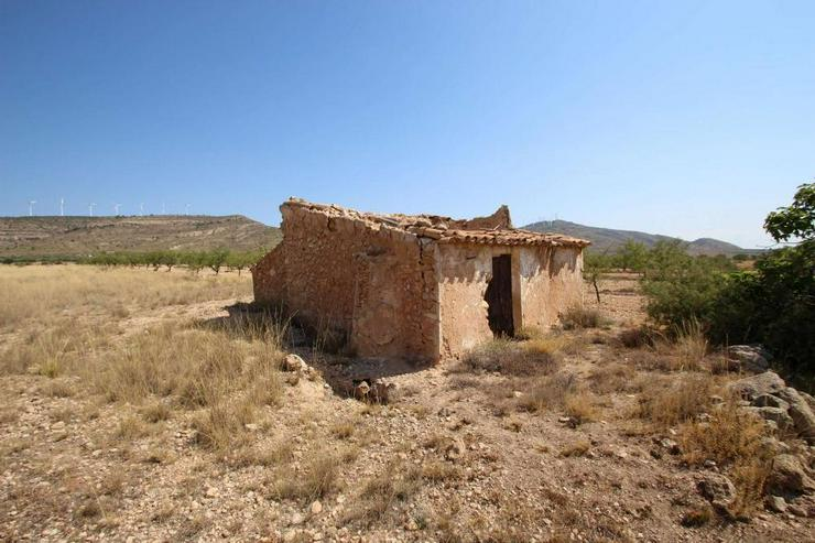 Bauland mit Ruine - Bild 1