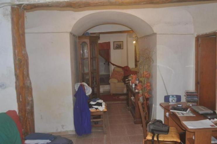 Bild 5: Geräumiges Höhlenhaus