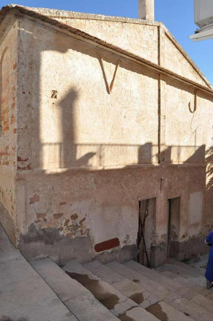 Bild 6: Stadthaus - Muss komplett saniert werden.