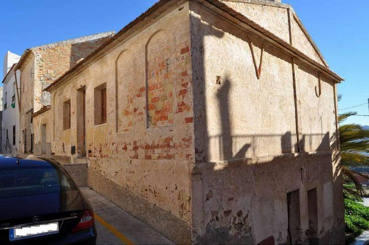 Bild 3: Stadthaus - Muss komplett saniert werden.