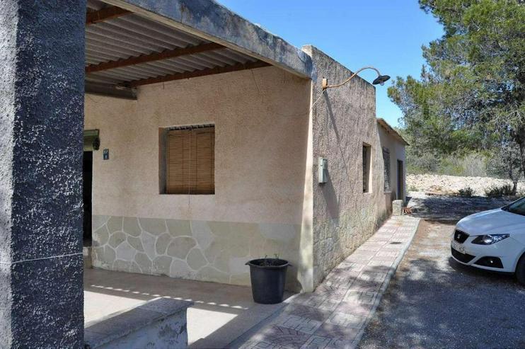 Bild 3: Campo Haus in ruhiger Lage, würde sich über Modernisierung freuen