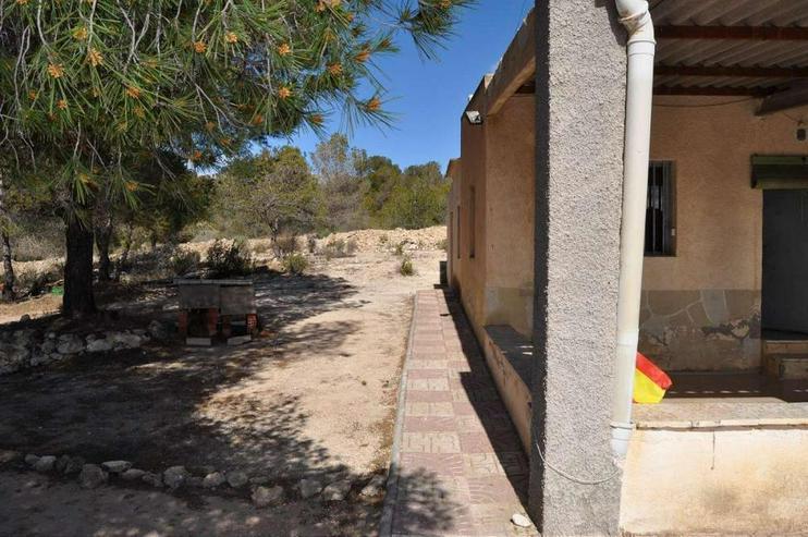 Bild 4: Campo Haus in ruhiger Lage, würde sich über Modernisierung freuen