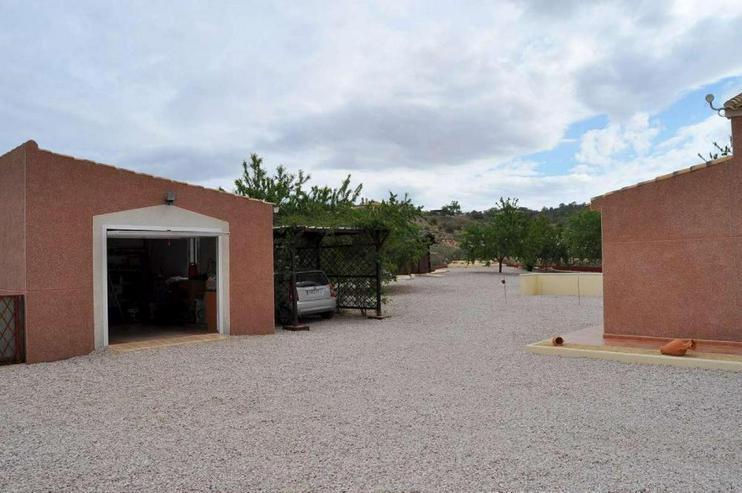Bild 4: Einladendes Landhaus