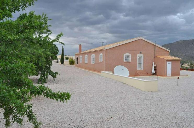 Bild 5: Einladendes Landhaus