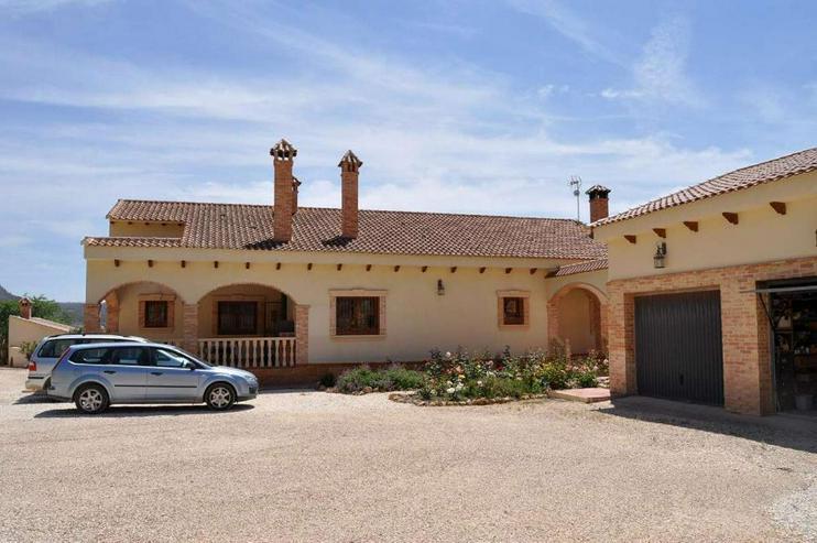 Bild 2: Grandioses Landhaus
