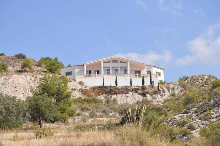 Imposante Neubau Villa mit mega Ausblick - Haus kaufen - Bild 1