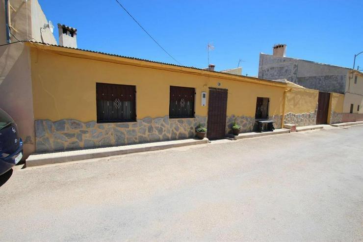 Zwei Dorfhäuser zum Preis von einem - Haus kaufen - Bild 1