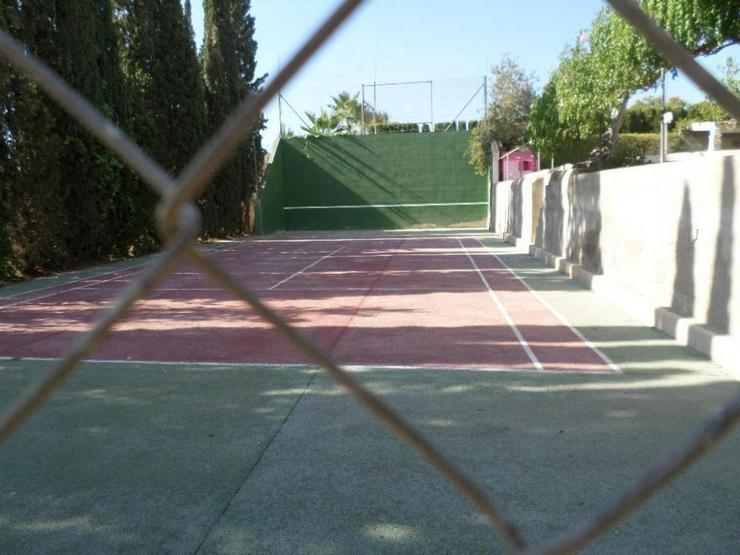 Bild 4: Pool, Tennisplatz nur 4km zum Strand, was will man mehr?